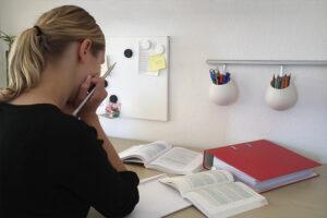 Melanie-am-Schreibtisch